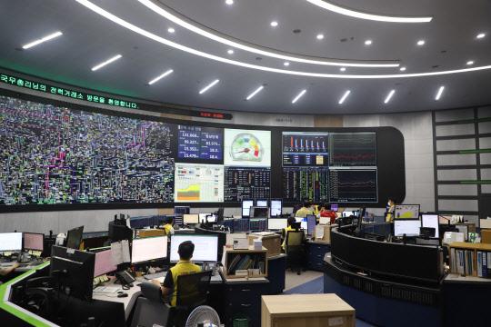 폭염에 전력수급 비상… 결국 원전 3기 재가동